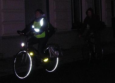 https://www.fietsenloix.be/images/afbeeldingen/blog/fietser-in-het-donker.jpg